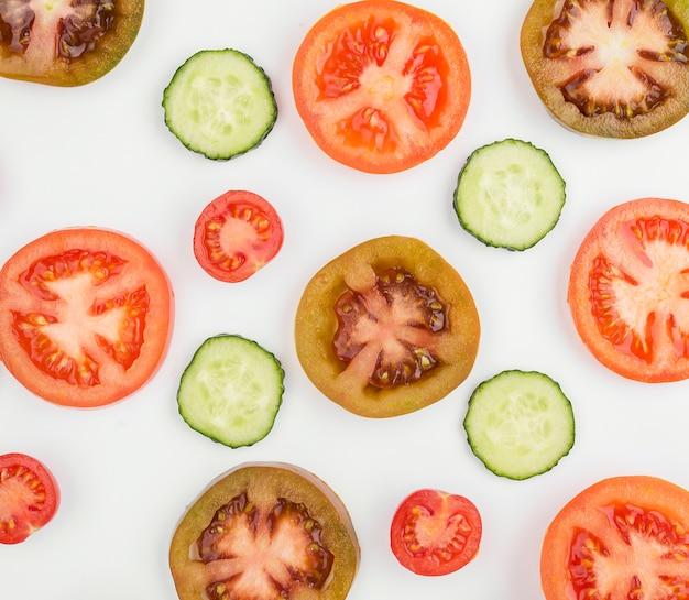 キュウリのスライスと有機トマト