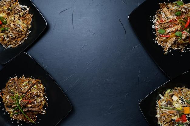 동양 요리 식사 레시피. 건강한 야채 야채 샐러드. 채식 영양, 건전한 식사. 여유 공간 개념
