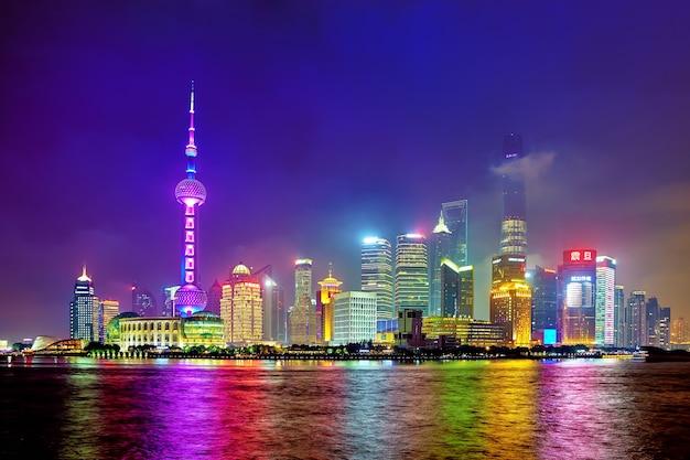 Восточная жемчужина. самые высокие здания шанхая. китай.