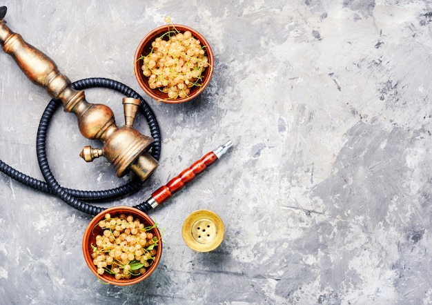Oriental shisha with white currant