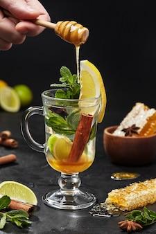 Восточный чай с лаймом, корицей, анисом, медом и мятой