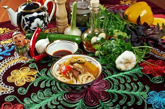 Восточный узбекский суп лагман среднеазиатская кухня