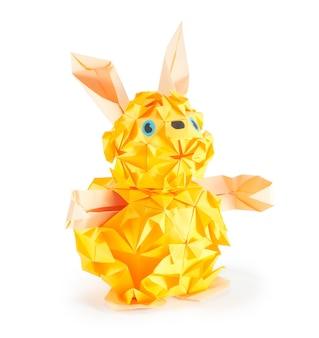 Оригами фигура зайца (изолирована на белом)