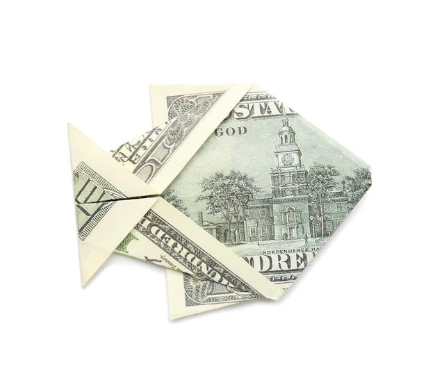 흰색 바탕에 달러 지폐로 만든 종이 접기 물고기