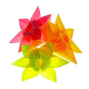 白で隔離された紙のモジュールからの折り紙の花