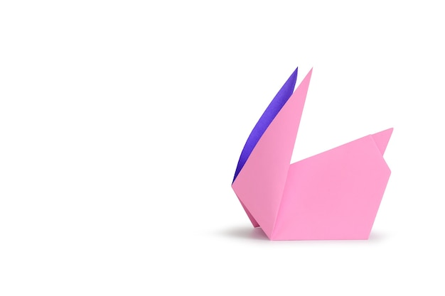 Кролик оригами, изолированные на фоне белой студии
