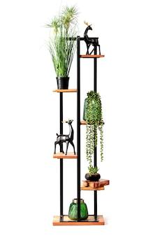 꽃과 인형으로 장식된 금속과 나무로 만든 오리지널 선반