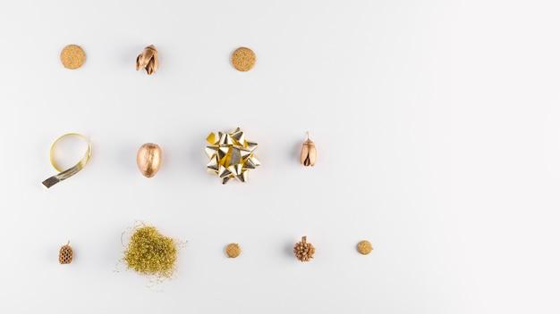 Ornamentbows and dry acorns