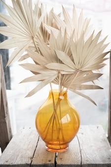 花瓶の観賞用乾いた草。