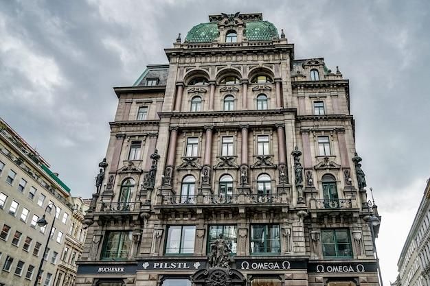 Изысканное здание в вене
