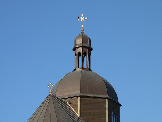 Православная церковь с большим куполом на хресте