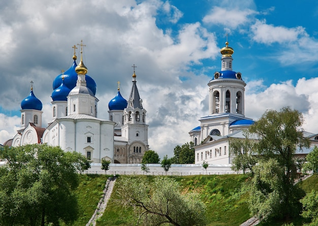 Православный монастырь в селе боголюбово владимирской области. россия