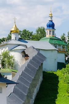 オルトドックス大聖堂。プスコフ・ペチェルスキー修道院。ペチョリー、プスコフ、ロシア