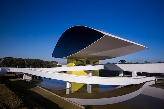 브라질 파라나 주 쿠리티바의 오스카 니마 이어 박물관 (mon).