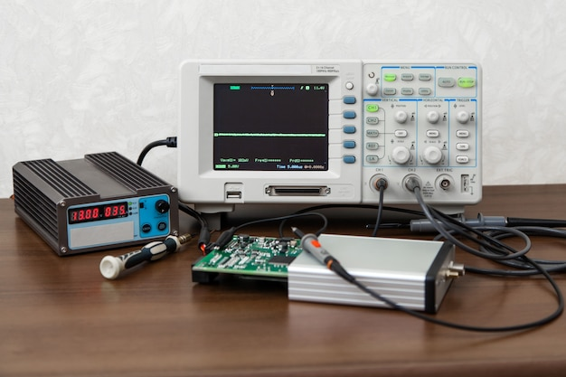 Oscilloscope for control electronic signals