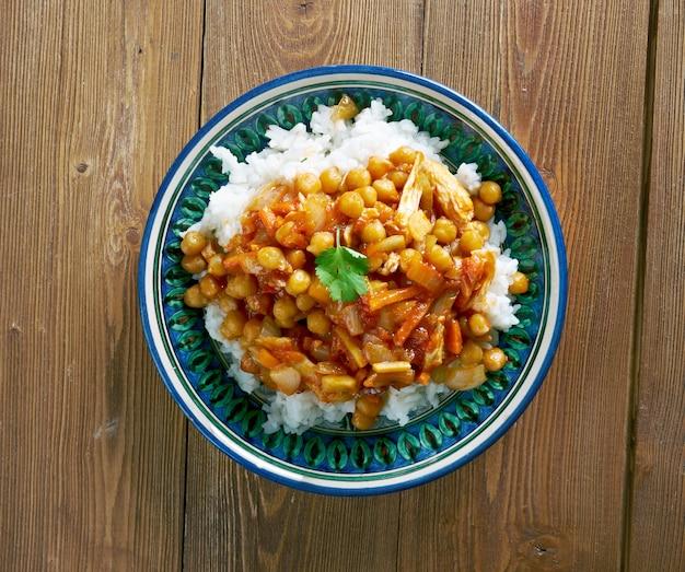 Оши афгани - афганское блюдо с курицей, нутом и морковью