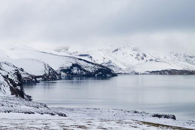 아이슬란드 askja의 oskjuvatn 호수. 아이슬란드 랜드마크의 중앙 고원입니다. 화산 전망