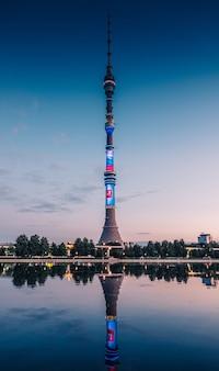 Останкинская башня у озера