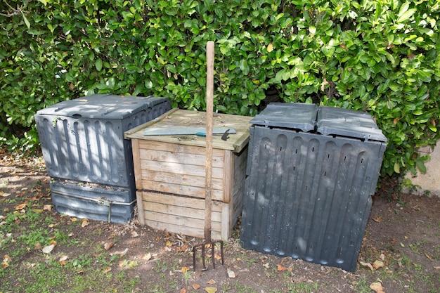 台所および庭の有機性廃棄物をリサイクルするための屋外堆肥化ビン