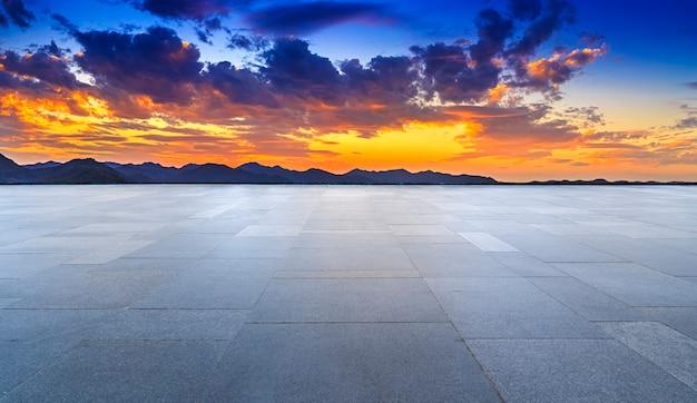 야외 바닥 타일 바닥과 하늘 구름