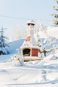 Уличная печь зимой