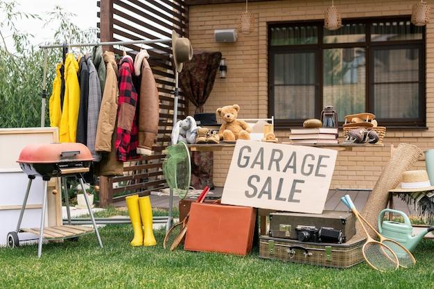 오래된 물건의 야외 판매