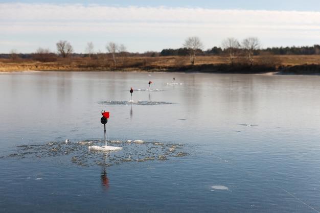 Зимняя рыбалка на удочке.