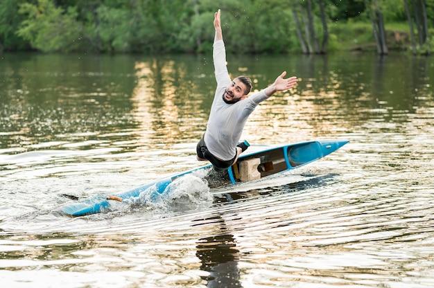 カヌーで野外活動