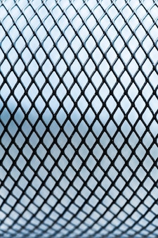 屋外の金属フェンスの背景