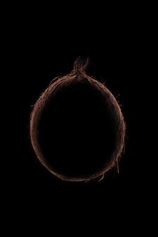 黒の上のココナッツフルーツの概要