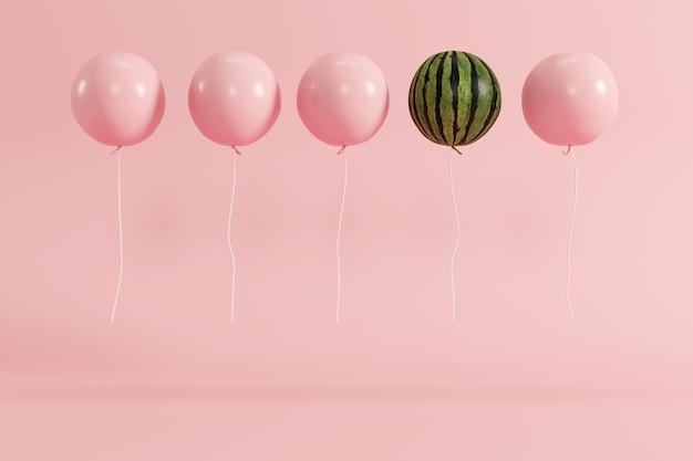 Выдающаяся концепция арбуза на воздушном шаре на пастельном розовом фоне