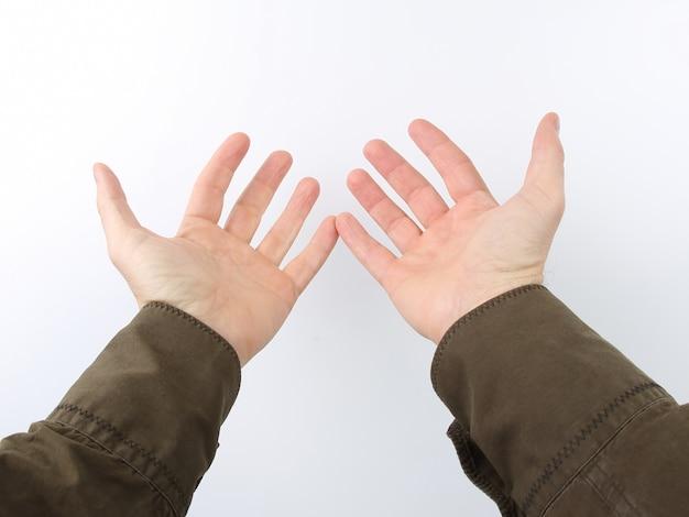Вытянутые руки с открытыми ладонями