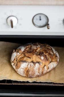羊皮紙のオーブンパンは自家製パンサワードウパンを美味しくて自然な食べ物で焼きます