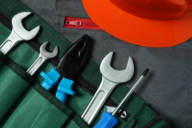 オーバーオール、ヘルメット、作業工具、クローズアップ
