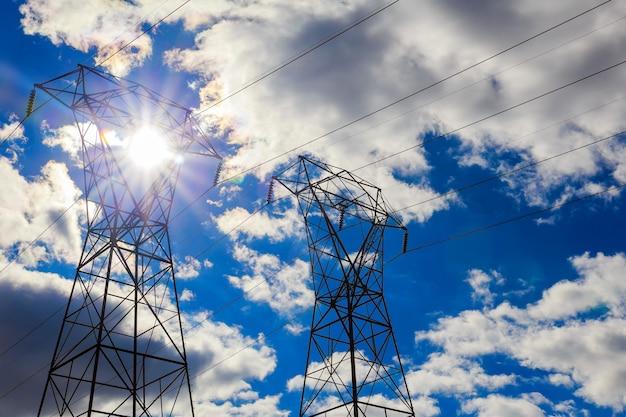 Воздушные линии электропередач в пасмурном зимнем небе небо облака линии электропередач