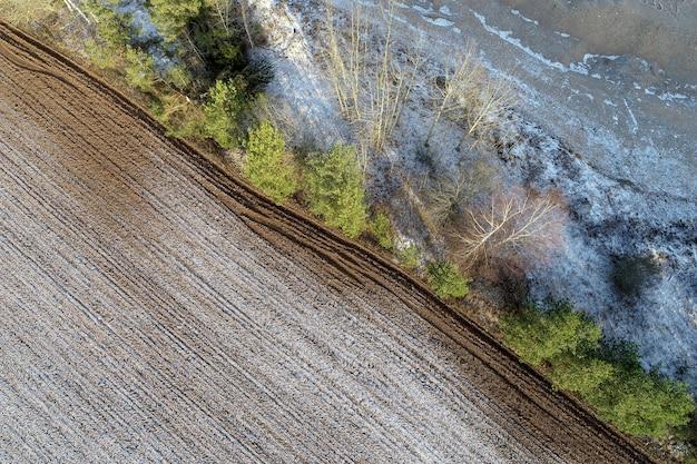 田舎の農業分野のオーバーヘッドショット