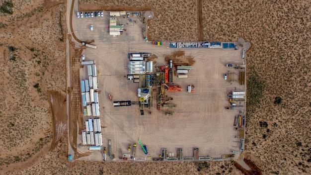 貯水池に設置された水圧破砕の俯瞰図