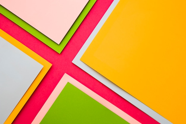 Верхний вид различных красочных картонных бумаг