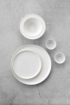灰色の白い食器の俯瞰図