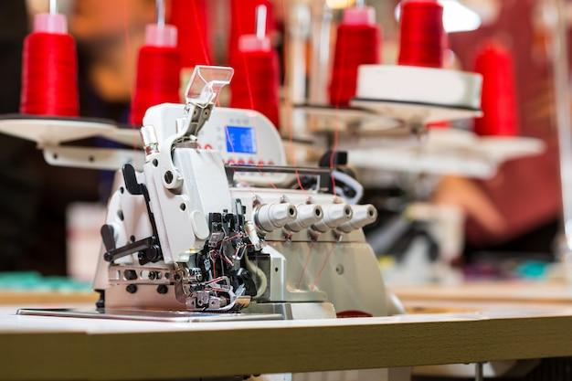 Оверлок на швейной фабрике, никто