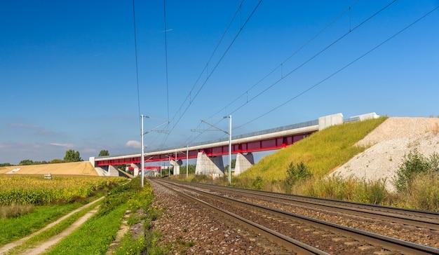 Эстакада новой высокоскоростной железной дороги lgv est под страсбургом