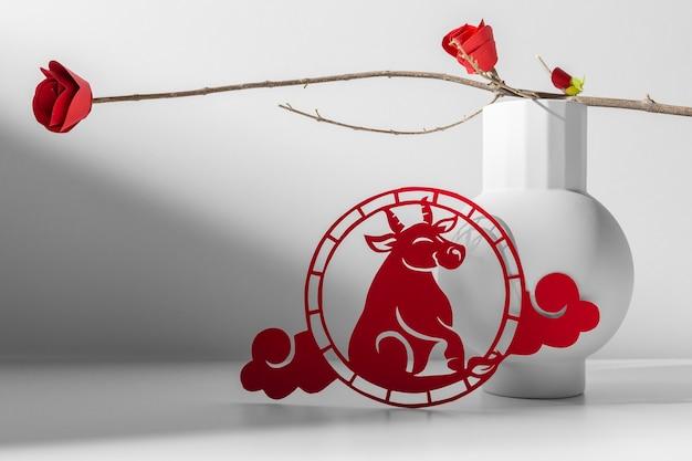 Бык китайский орнамент и цветы