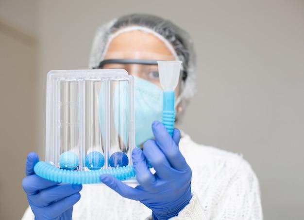 Оксиметр контролирует насыщение и кислород на covid 19