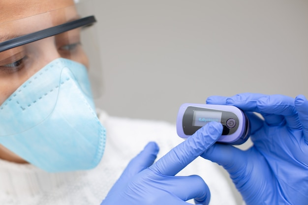 Covid 19에 대한 산소 농도계 모니터링 포화도 및 산소
