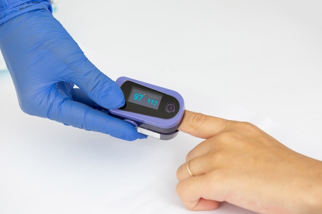 Oximeter monitoring saturation and oxygen for covid 19