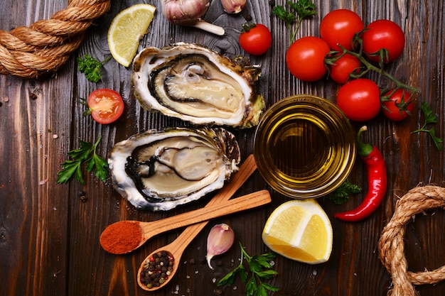 Oysters with lemon and spices.