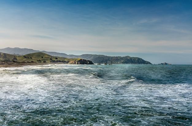 Пляж pacifica и береговая линия в калифорнии