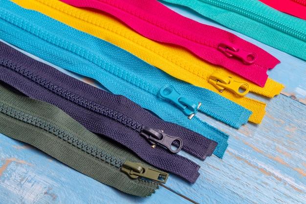 다채로운 플라스틱 및 금속 지퍼 줄무늬 후 두둑 포장