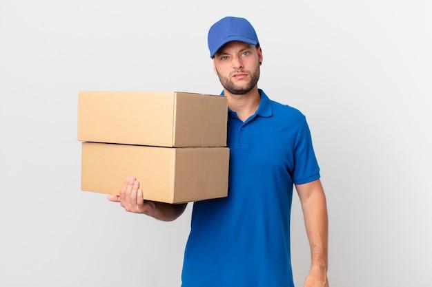 パッケージは、困惑して混乱していると感じている男性を届けます