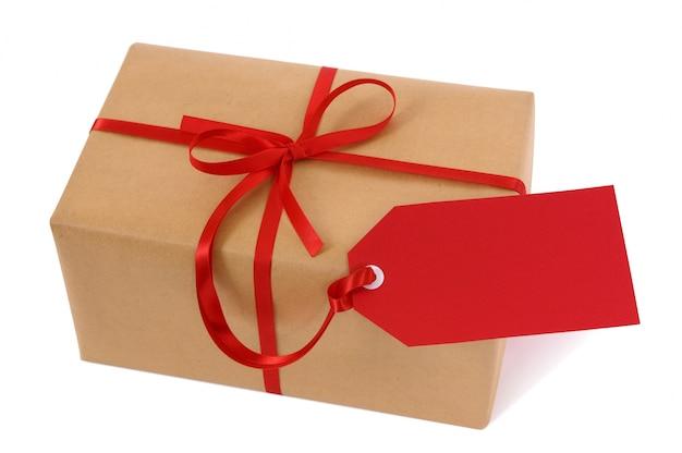 Pacchetto con tag regalo rosso